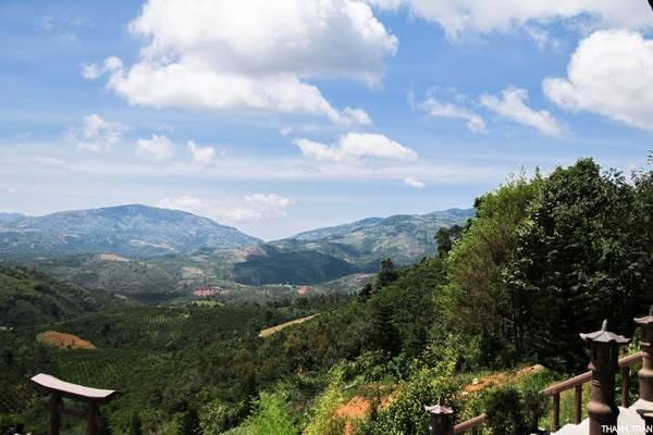 Quang cảnh xung quanh Chùa.