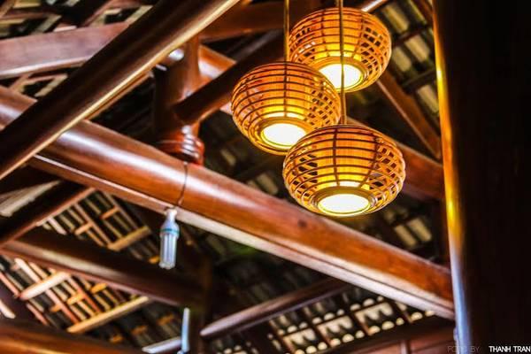Những chiếc đèn lồng khá lung linh và ấm cúng.
