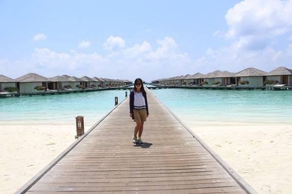 Chỉ 5% diện tích Maldives là đất liền. Bù đắp cho sự thiếu hụt đó về đất đai, Maldives được biết đến là thiên đường nơi hạ giới, với những bãi biển đẹp nhất hành tinh mà bất cứ ai cũng đều ao ước được một lần đặt chân đến.