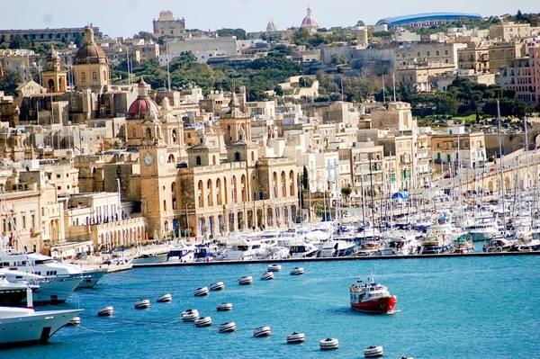 Malta nổi tiếng với khí hậu dễ chịu. Mùa hè khá nóng và lý tưởng cho người yêu thích ánh mặt trời. Ngoài khoảng thời gian đó, thời tiết thường nắng đẹp mà không quá gay gắt. Mùa đông cũng không quá lạnh và vẫn có ánh mặt trời. Ảnh: Secondhome.