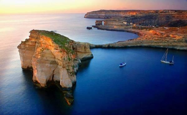 Malta còn có đảo Gozo bình yên, thích hợp với các gia đình, cặp đôi và người lớn tuổi muốn có kỳ nghỉ thư thả bên bãi biển hay vùng đồng quê. Ảnh: Remax-malta.