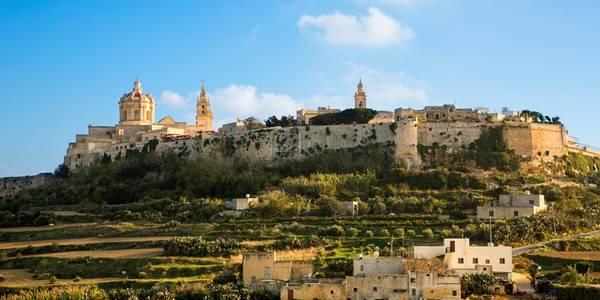 Bạn có thể thấy sự hiện diện của lịch sử và độ đa dạng văn hóa ở bất cứ đâu trên quốc đảo này. Các thành phố như Mdina, Vittoriosa, Senglea, Cospicua và thủ đô Valletta đều có nhiều đường phố, nhà thờ, pháo đài và chiến trường cổ xưa. Ảnh: Huffingtonpost.