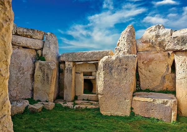Malta có 5 ngôi đền được UNESCO công nhận là Di sản thế giới, trong đó có ngôi đền độc lập cổ nhất thế giới ở Ggantija. Ảnh: Tapintotravel.