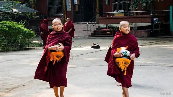 Tu viện Phật giáo nổi tiếng Mahagandayon, nơi có hơn một nghìn tu sĩ sinh sống và học tập.