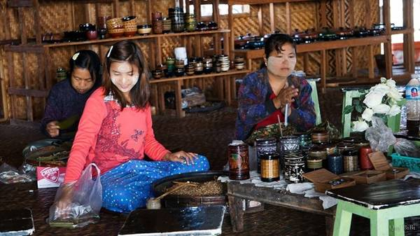 Bạn cũng có thể mua xì gà, một món quà lưu niệm khá nổi tiếng Myanmar.