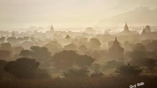 Old Bagan mờ ảo trong màn sương.