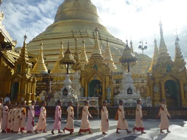 Du lịch đang phát triển, và người dân dần thích nghi với điều đó. Hãy tôn trọng họ cũng như những khu đền cổ, vì người dân cực kỳ sùng Phật giáo. Bạn sẽ nhận được những sự giúp đỡ rất nhiệt tình khi bị lạc đường hay bất cứ khi nào bạn cần.