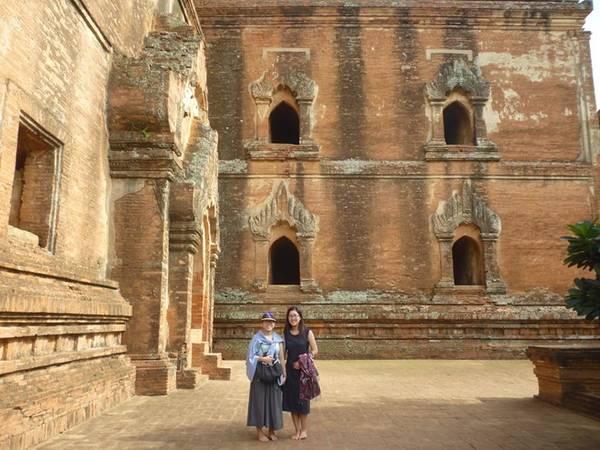 Chúng tôi đã học được nhiều điều thú vị về lịch sử và văn hóa nhờ tìm hiểu thông tin trên mạng và mang theo sách du lịch Lonely Planet.