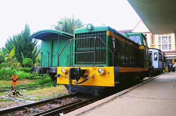 Ít ai biết rằng đường ray của ga là đường xe lửa răng cưa (cog railroad) hiếm có trên thế giới.
