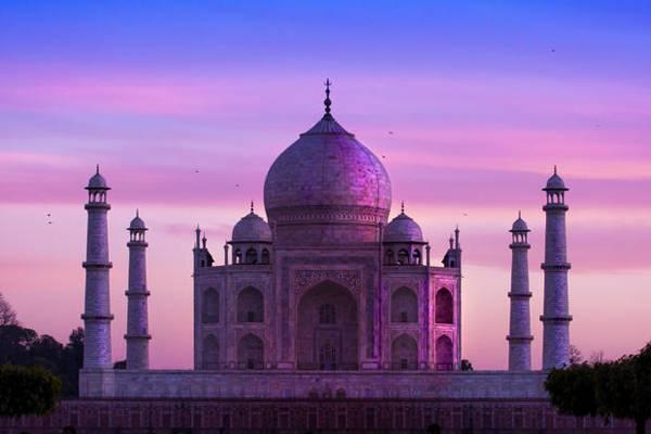 Dưới ánh sáng mặt trời, mỗi lúc Taj Mahal lại có một màu sắc khác nhau.