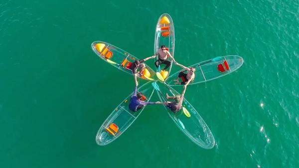 Chèo thuyền kayak bằng kính là một hoạt thú vị bạn nên thử khi đến Nha Trang. Ảnh: thanhniennews