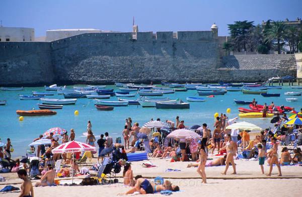 Bãi tắm Caleta ở khu trung tâm lịch sử Cadiz - Ảnh: photoshelter