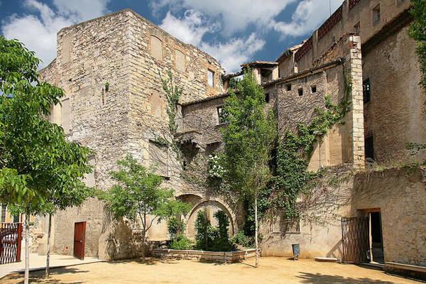 Kiến trúc trong phố cổ Girona - Ảnh: flickr