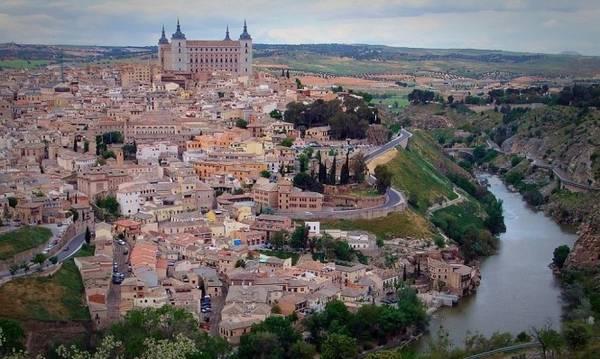 Khu vực có cung điện pháo đài Alcazar ở Toledo - Ảnh: wp
