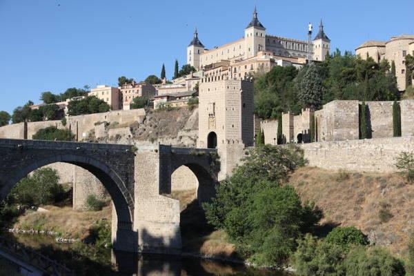 Lối vào cung điện pháo đài Alcazar - Ảnh: blogspot.com