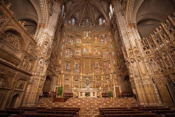 Bên trong thánh đường Santa María ở Toledo - Ảnh: wp