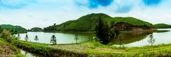 Nếu bạn là một người thích du lịch phượt, Bình Liêu là một địa điểm không thể bỏ qua, nơi những con đường thông thoáng và trong lành bởi núi rừng xanh ngát bao quanh.
