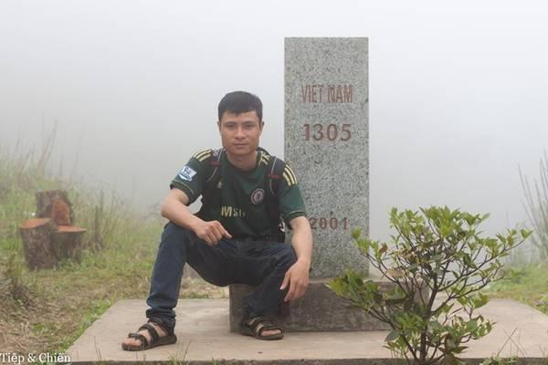 Cột mốc 1305 nằm trên đường tuần tra biên giới Bình Liêu, Hoành Mô, Quảng Ninh, là một trong hai mốc giới nằm ở vị trí cao nhất trên thực địa tỉnh này, cũng là nơi không dễ chạm tay vào.