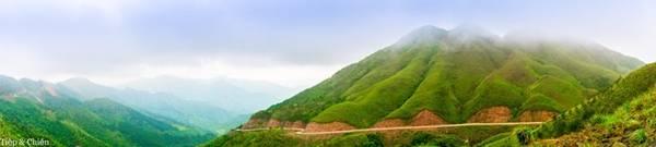 Từ thị trấn Bình Liêu chạy về hướng Hoành Mô trên QL18C khoảng 3-4 km, rẽ phải vào bản Ngàn Chuồng, bạn rẽ phía mốc 68 khoảng 14 km là hướng mốc 1302 và 1305 nổi tiếng.