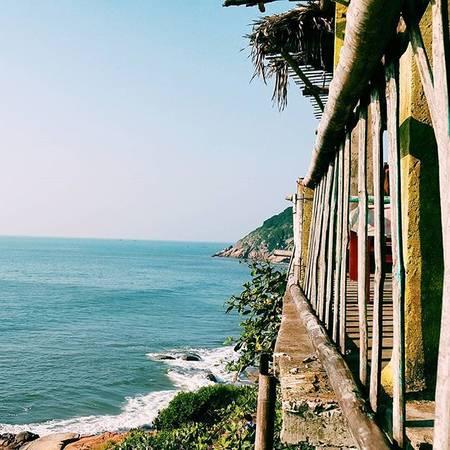 Ngoài bãi tắm chính trải dài hơn 6km, Sầm Sơn còn có những bãi tắm vắng người phía sau núi Trường Lệ cực hoang sơ. Ảnh:@k.tuan