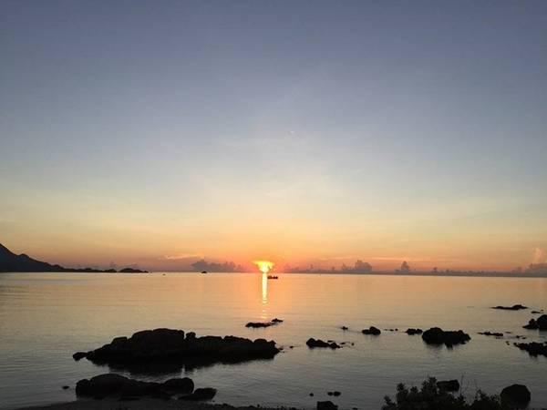 Ngắm bình minh trên đảo Bình Ba.