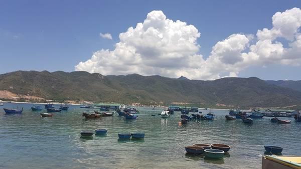 Khung cảnh yên bình tại đảo Bình Hưng.