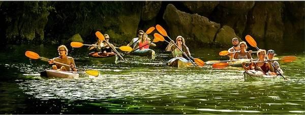 """""""Du thuyền Lan Hạ"""" của Vũ Thành Chung (Hà Nội) là một trong ba tác phẩm đạt giải ba của cuộc thi ảnh nghệ thuật du lịch năm nay."""