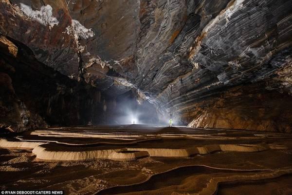 Với Ryan, hang Tiên 2 giống như một thế giới bị lãng quên ẩn giấu trong lòng đất, đem đến cho du khách cảm giác choáng ngợp trước vẻ đẹp hùng vĩ của thiên nhiên.