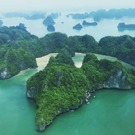 Ngồi trên thủy phi cơ bạn sẽ được nhìn thấy một Vịnh Hạ Long chưa bao giờ đẹp đến thế.Ảnh: @haiauaviation