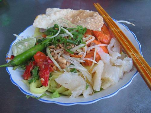 Tô mì Quảng vào mùa sứa có hương vị phong phú hơn. Ảnh: nld.com.vn