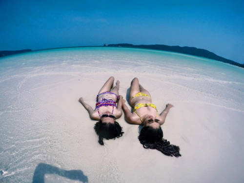 Hòa mình với biển xanh, cát trắng ở Campuchia.