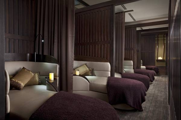 Nếu cảm thấy buồn ngủ sau khimassage, du khách có thể sử dụng khu ngủ, nhìn tương tự như những chiếc ghế dài trên khoang hạng nhất của máy bay.