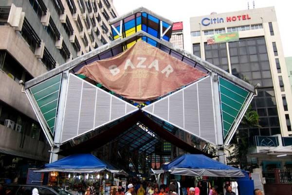 Ngày 2 - Mua sắm và ăn uống từ Jalan TAR đến KLCC, qua Chinatown và Bukit Bintang: Khởi đầu một ngày bằng việc ghé Jalan TAR (Tuanku Abdul Rahman), nơi từng là điểm mua sắm hàng đầu trước khi có các khu mua sắm hiện đại. Ngày nay, đây vẫn là khu thương mại tràn ngập các cửa hàng vải của người Malay và người Ấn. Nhâm nhi một chút đồ ăn ở Coliseum Café hoặc Capital Café.