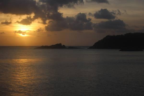 Bạn cũng có thể lựa chọn một địa điểm phía tây, nơi những tia nắng mặt trời dần chìm vào biển khơi.