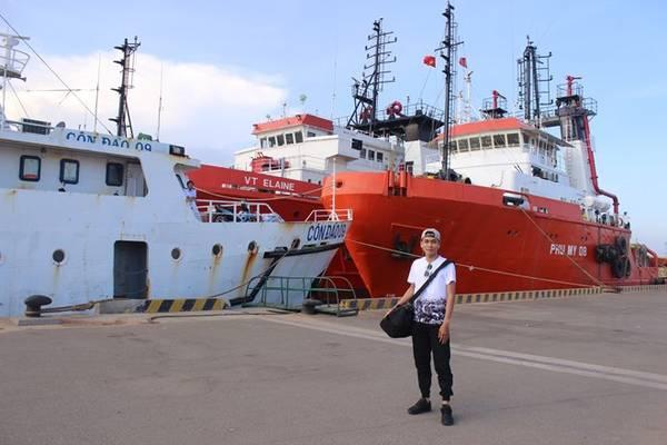 Cảng Cát Lở (Vũng Tàu) nơi xuất phát của chuyến hành trình. Mình lựa chọn đi tàu, một là tiết kiệm chi phí, hai là thử cảm giác lênh đênh giữa Biển Đông 13 giờ đồng hồ.