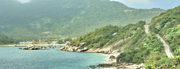 Con đường ven đảo Cù Lao Chàm. Ảnh: signaturecrafts