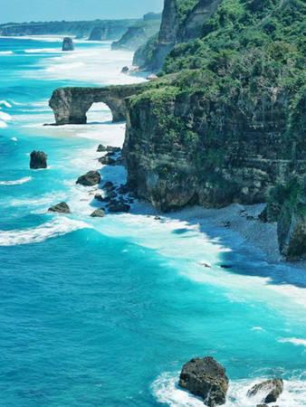 Sumba nổi tiếng với vịnh Tarimbang – nằm ở phía Đông hòn đảo, mê hoặc đối với các vị khách thích lướt sóng và lặn biển. Không đông đúc và ồn ào, bạn có thể tận hưởng trò chơi trong khung cảnh thiên nhiên của riêng mình. Ảnh: Instagram.