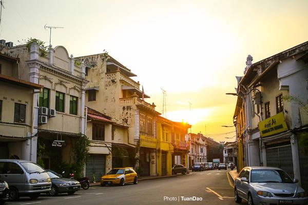 Chỉ cần bước ra khỏi con phố Joner Walk đông vui và náo nhiệt, tấp nập người qua lại, bạn đã quay trở về với bản chất thật sự của Malacca, một thành phố bình yên, không náo nhiệt, không xô bồ.
