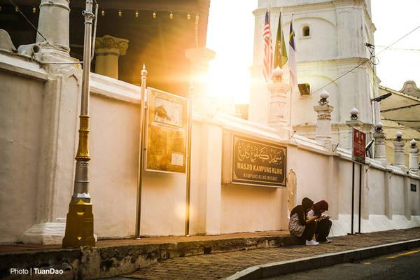 Ánh hoàng hôn tước nhà thờ Masjid Kampong Kling.