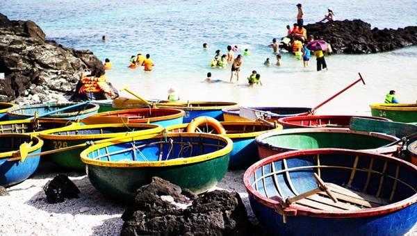 Đảo bé (còn gọi là đảo An Bình) là đảo lớn thứ hai trong 3 đảo tại Lý Sơn (Quảng Ngãi), đánh giá là đảo có bãi biển đẹp và hoang sơ nhất Lý Sơn.