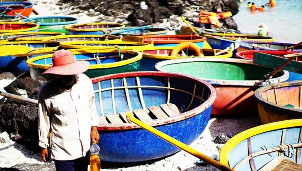Công việc này mang lại thu nhập từ vài trăm nghìn đến khoảng một triệu đồng mỗi ngày trong thời gian biển lặng.