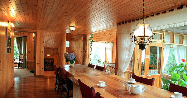 Nội thất bên trong ngôi nhà cũng lấy gỗ làm chất liệu chủ đạo. Ảnh:lactam.vn