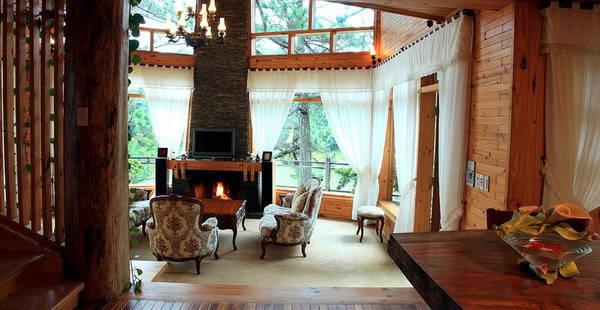 Cả không gian phòng đều làm từ gỗ tạo nên một màu vàng ấm cúng, vừa cổ điển vừa có mang nét hiện đại.Ảnh: kientrucnhangoi.com