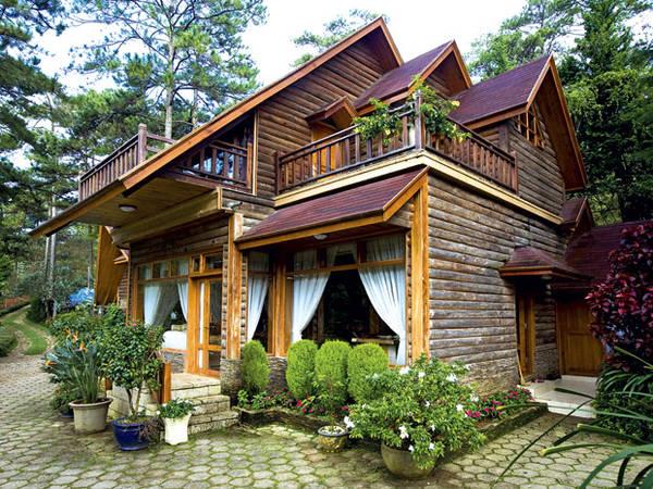 Các ngôi biệt thự ở đây được thiết kế theo nhiều phong cách khác nhau tạo cảm giác vừa sang trọng lẫn cổ điển. Ảnh: khachsandalat.pro