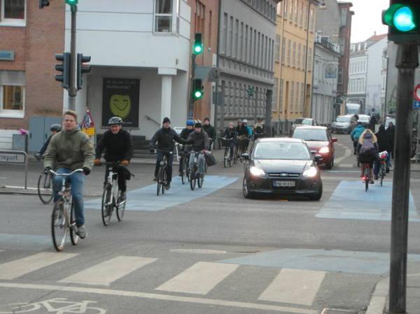 Làn xe đạp trên đường phố trung tâm Aarhus - Ảnh: blogspot