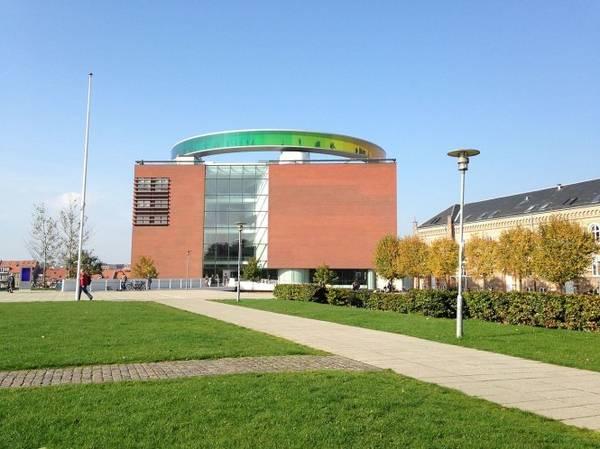 Bảo tàng nghệ thuật đương đại ARoS - Ảnh: wiki