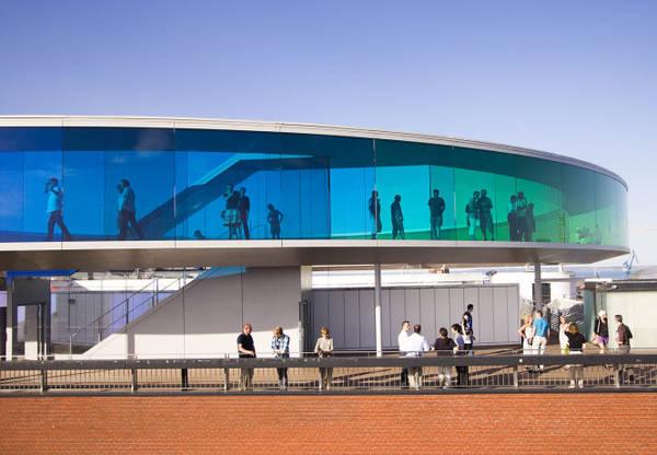 """""""Cầu vồng"""" ở Bảo tàng nghệ thuật đương đại ARoS - Ảnh: bobedre"""