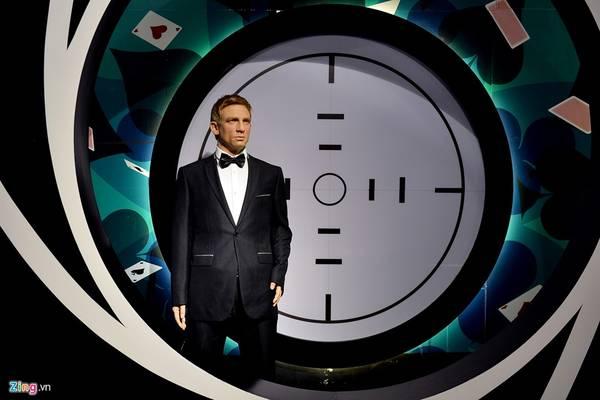 Nam diễn viên quen thuộc đóng vai James Bond trong serie phim Điệp viên 007, Daniel Craig.