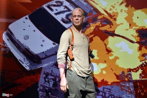 Nam diễn viên người Mỹ Bruce Willis nổi tiếng với nhiều vai trong phim hành động của Hollywood như Die hard, Last man standing...