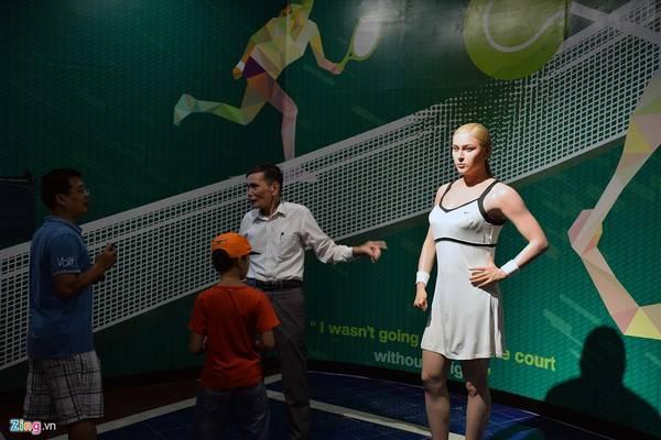 Nữ hoàng quần vợt người Nga, Maria Sharapova. Cô nổi tiếng từ năm 2004, sau khi trở thành người thứ ba trẻ nhất trong lịch sử giành chức vô địch Wimbledon (Anh) đơn nữ.